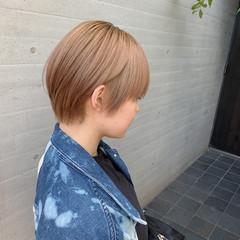 ショートヘア ミルクティーベージュ ヌーディーベージュ ベージュ ヘアスタイルや髪型の写真・画像