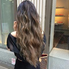 巻き髪 グラデーションカラー ロング ナチュラル ヘアスタイルや髪型の写真・画像