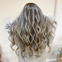 デザインカラー ホワイトカラー ロング フェミニン ヘアスタイルや髪型の写真・画像