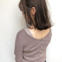 ヌーディベージュ ミルクティーベージュ ヘアアレンジ ミディアム ヘアスタイルや髪型の写真・画像
