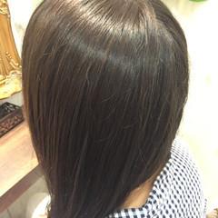セミロング アッシュグレージュ ストリート マット ヘアスタイルや髪型の写真・画像