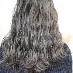セミロング アディクシーカラー シルバーアッシュ オルティーブアディクシー ヘアスタイルや髪型の写真・画像