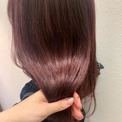ミディアム ガーリー チェリーレッド ヘアスタイルや髪型の写真・画像
