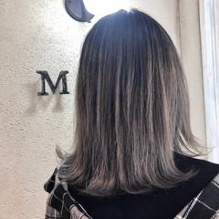 バレイヤージュ ガーリー グレージュ ミディアム ヘアスタイルや髪型の写真・画像