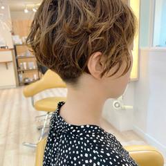 ショートヘア ナチュラル 刈り上げショート ショートボブ ヘアスタイルや髪型の写真・画像