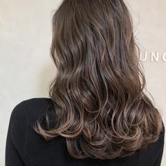 エレガント ハイライト 大人ハイライト アッシュグレー ヘアスタイルや髪型の写真・画像