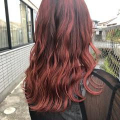 セミロング チェリーレッド レッド 赤髪 ヘアスタイルや髪型の写真・画像
