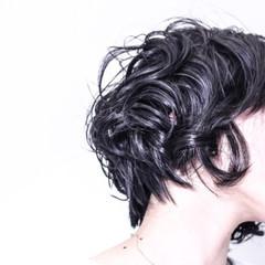 ショート ウェットヘア かっこいい モード ヘアスタイルや髪型の写真・画像