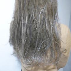 フリンジバング ミルクティー くせ毛風 ニュアンス ヘアスタイルや髪型の写真・画像