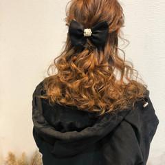 フェミニン ヘアアレンジ ハーフアップ ねじり ヘアスタイルや髪型の写真・画像