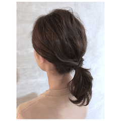 ベージュ 簡単ヘアアレンジ スモーキーカラー ヘアアレンジ ヘアスタイルや髪型の写真・画像