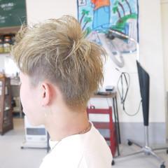 ダブルカラー ブリーチカラー ナチュラル メンズ ヘアスタイルや髪型の写真・画像