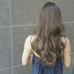 外国人風 アッシュ グレージュ 透明感 ヘアスタイルや髪型の写真・画像