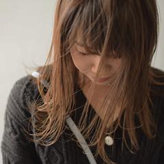 ミディアム ハイライト ミルクティーベージュ ナチュラル ヘアスタイルや髪型の写真・画像