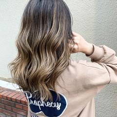 バレイヤージュ グラデーションカラー ミディアム エアータッチ ヘアスタイルや髪型の写真・画像