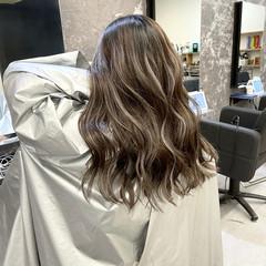 外国人風カラー ナチュラル アッシュベージュ コントラストハイライト ヘアスタイルや髪型の写真・画像
