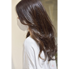 ノーブリーチ イヤリングカラー ロング ナチュラル ヘアスタイルや髪型の写真・画像