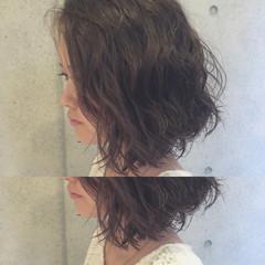 イルミナカラー 大人かわいい オフィス ボブ ヘアスタイルや髪型の写真・画像
