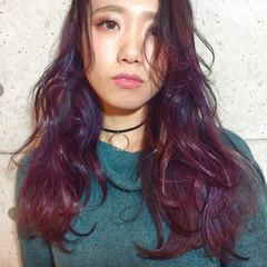 パープル ピンク ストリート レッド ヘアスタイルや髪型の写真・画像