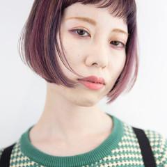 ショートボブ ガーリー ショートヘア インナーカラー ヘアスタイルや髪型の写真・画像