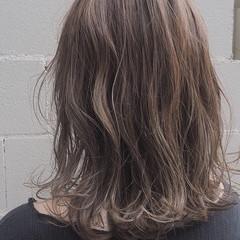 透明感カラー ナチュラル ミディアム ラベンダーグレージュ ヘアスタイルや髪型の写真・画像