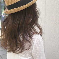 大人かわいい ロング アンニュイ アウトドア ヘアスタイルや髪型の写真・画像