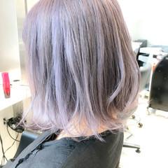 フェミニン ハイトーン ラベンダーアッシュ グレージュ ヘアスタイルや髪型の写真・画像