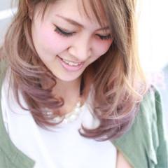 ミディアム 外国人風 ハイトーン アッシュ ヘアスタイルや髪型の写真・画像