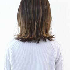 ミディアムレイヤー グレージュ グラデーションカラー ハイライト ヘアスタイルや髪型の写真・画像
