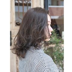ミディアム デート アンニュイ ウェーブ ヘアスタイルや髪型の写真・画像