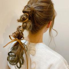 グリーン ヘアアレンジ グラデーションカラー 編みおろしヘア ヘアスタイルや髪型の写真・画像
