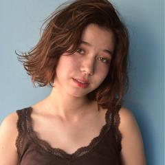 外国人風 アウトドア ボブ ゆるふわ ヘアスタイルや髪型の写真・画像