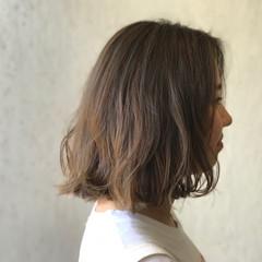 アッシュ アンニュイ ボブ ウェーブ ヘアスタイルや髪型の写真・画像