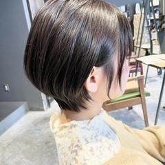ショート 耳かけ アッシュグレージュ グレージュ ヘアスタイルや髪型の写真・画像