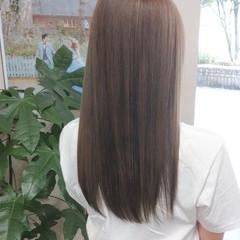 ナチュラル セミロング イルミナカラー 髪質改善トリートメント ヘアスタイルや髪型の写真・画像