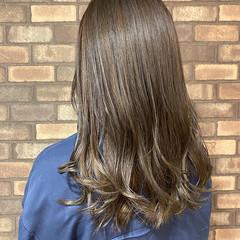 透明感 ベージュ アッシュベージュ イルミナカラー ヘアスタイルや髪型の写真・画像