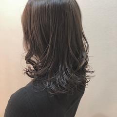 オリーブグレージュ エレガント セミロング アッシュグレージュ ヘアスタイルや髪型の写真・画像