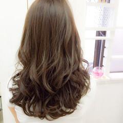 かわいい ゆるふわ セミロング アッシュ ヘアスタイルや髪型の写真・画像