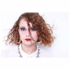 丸顔 ストリート ミディアム ウェットヘア ヘアスタイルや髪型の写真・画像