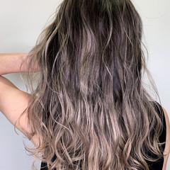 エレガント アッシュベージュ バレイヤージュ グラデーションカラー ヘアスタイルや髪型の写真・画像