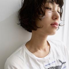 リラックス ショートバング パーマ 外国人風 ヘアスタイルや髪型の写真・画像