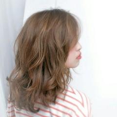 セミロング ストリート パーマ ナチュラル ヘアスタイルや髪型の写真・画像