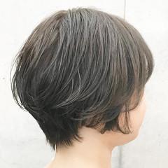 ショートボブ 耳かけ ショート アッシュブラウン ヘアスタイルや髪型の写真・画像
