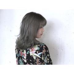 梅雨 リラックス ウェーブ ストリート ヘアスタイルや髪型の写真・画像