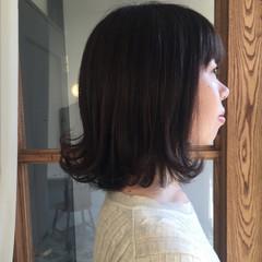 オフィス 外ハネ フェミニン ミディアム ヘアスタイルや髪型の写真・画像