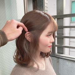 ミルクティーベージュ イヤリングカラー ブリーチ インナーカラー ヘアスタイルや髪型の写真・画像