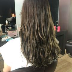 グレージュ レイヤー セミロング インナーカラー ヘアスタイルや髪型の写真・画像