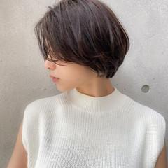 アッシュグレージュ 大人ショート ワンカールパーマ ナチュラル可愛い ヘアスタイルや髪型の写真・画像