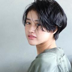 パーマ 黒髪 ショート 暗髪 ヘアスタイルや髪型の写真・画像