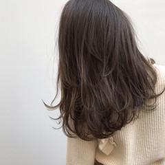 ナチュラル 暗髪 ミディアム グラデーションカラー ヘアスタイルや髪型の写真・画像